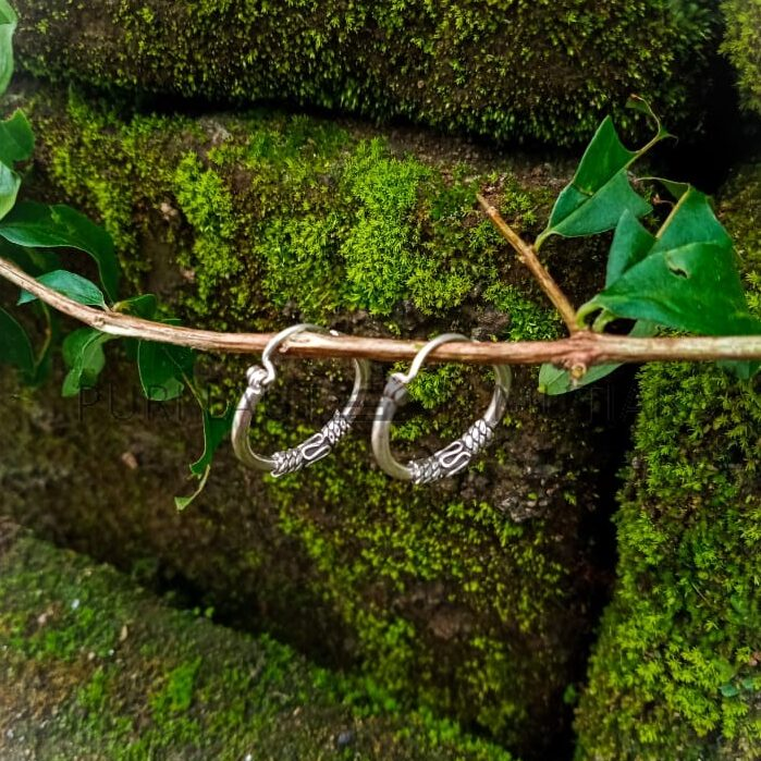 NY-BH011-16 Tiny Hoop With Bali Accent Design