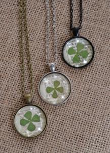Diy lucky clover pendant necklace aloadofball Image collections