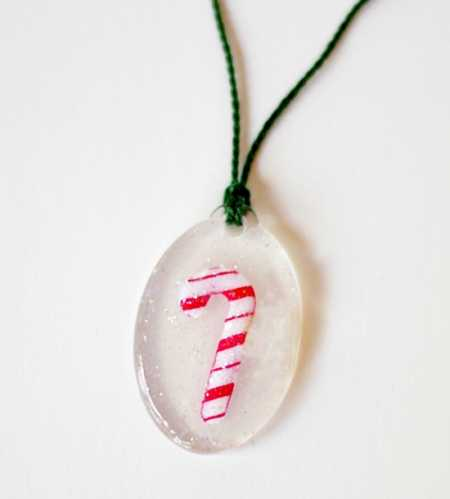 DIY-candy-cane-Christmas-necklace