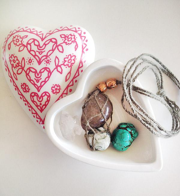 Necklace_gem-macrame-DIY