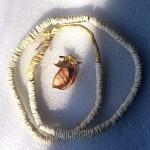 ダチョウのたまごの殻のビーズ