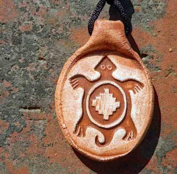 古代アメリカ先住民ペトログリフ「亀」のペンダント