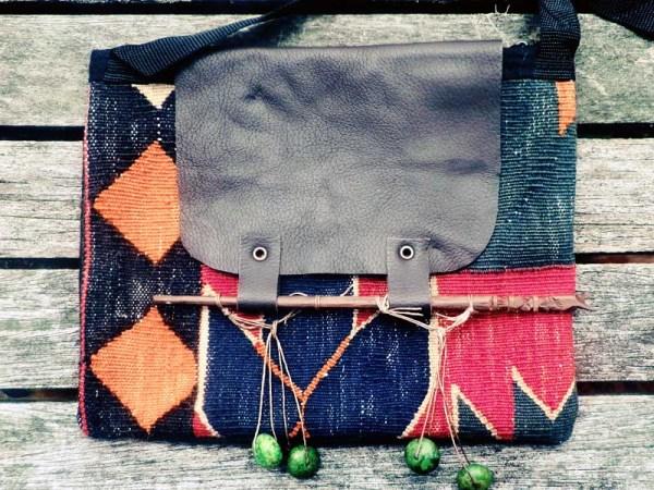 キリムのサコッシュバリのお箸とグリーンオパール飾り