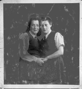 Rose Kochan (Orlinsky) and Eva Gryka (Kohan). Rose was bunked with Eva and promised that if one of her brother's survived, she would make a shitach with her brother Mendel and Eva