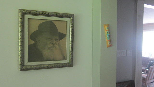 Mezuzah with Rebbe picture