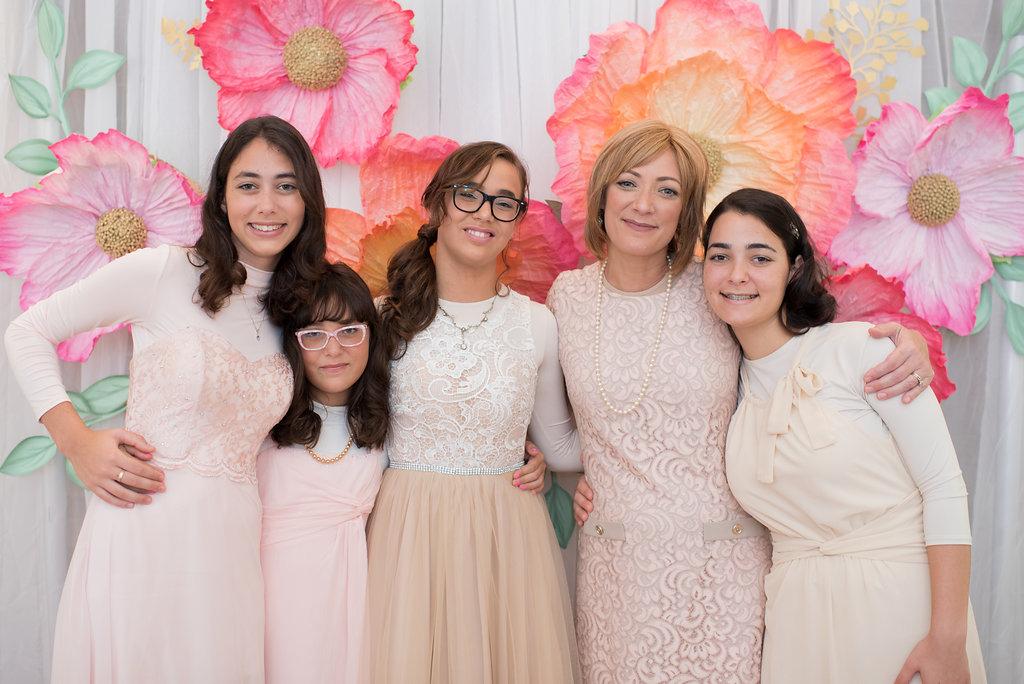 naomi-and-daughters-close-up