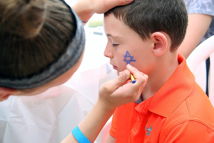 Child getting Star of David face paint