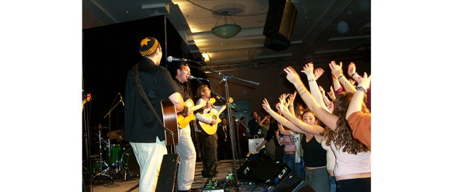 Jewish musicians perform rock songs for the Reform youth group biennial, Minneapolis, 2003. (Steve Lubetkin Photo/Used by Permission)
