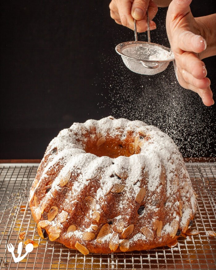 Generously dust the still-hot cake with the confectioner's sugar and let it cool to room temperature.