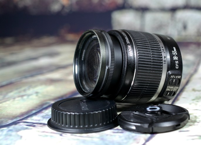 Canon EFS 18-55mm zoom lens