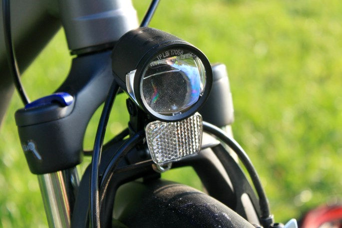 Integrated LED headlight