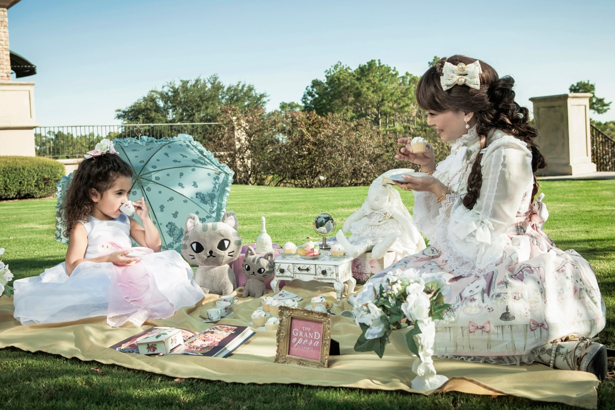 2-royal-tea-party-lolita-style-jfashion-fashion