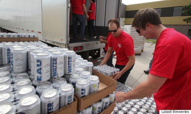 Labatt envoie 69 000 canettes d'eau à Fort McMurray
