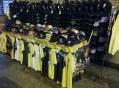 O comércio de vestuários e acessórios pronto para a Copa do Mundo de Futebol. Foto: Felipe Reis