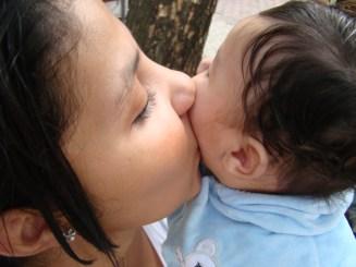 Pais e filhos por adoção afirmam que o amor é o mesmo, como se fosse de mãe e filho biológico. Foto por Iara Campos.