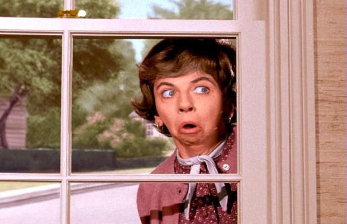 voisin qui regarde chez vous