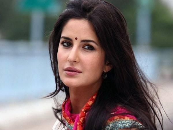 katrina-in-bindi-looks-awesome