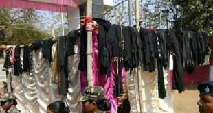 साहेब द्वारा उतरवाए गए काले रंग के दुपट्टे एवं अन्य कपड़े