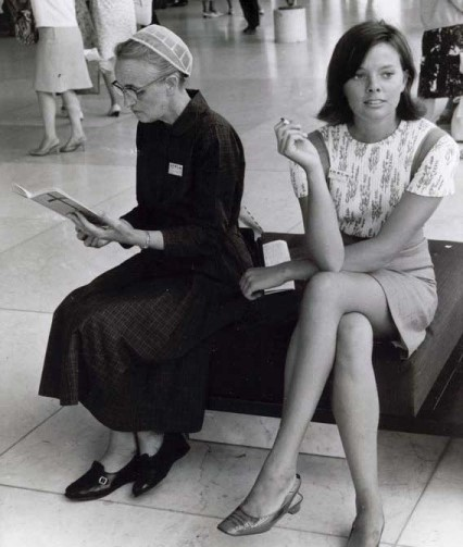 Mennonite women with different clothing styles at the 1967 Mennonite World Conference in Amsterdam (Mennonite Church USA Archives)