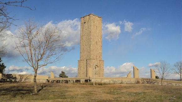 Gazimestan memorial commemoratin the Battle of Kosovo 1389.jpg