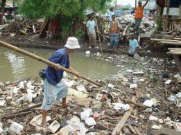 Sungai banyak sampah