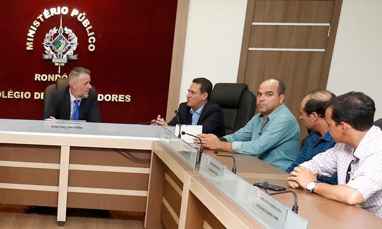 Maurão intervém junto ao Ministério Público para assegurar aulas em Minas Nova
