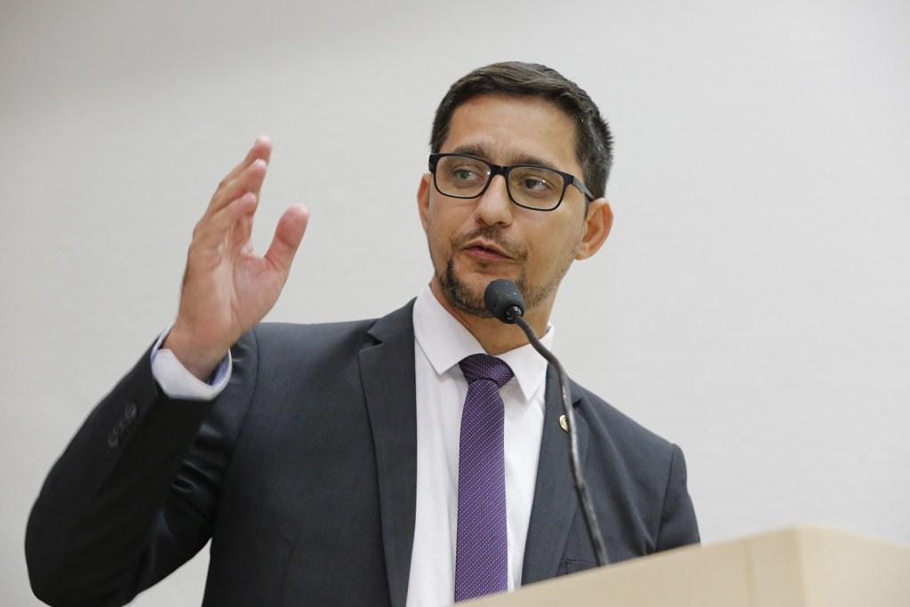 Anderson do Singeperon quer igualdade de direitos a agentes penitenciários e sócioeducadores