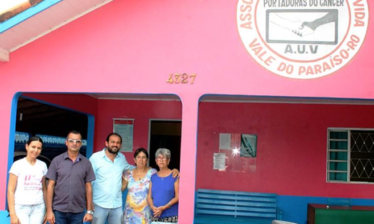 Laerte Gomes garante veículo para Associação Unidos Pela Vida de Vale do Paraíso
