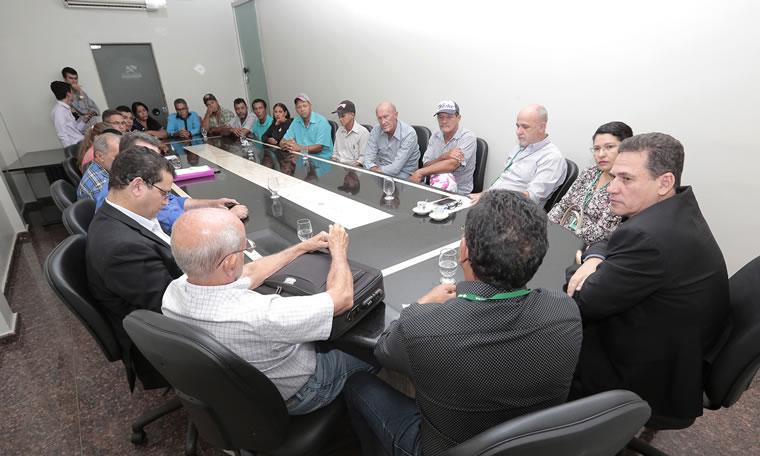 Maurão de Carvalho media acordo para famílias na região rural de Porto Velho