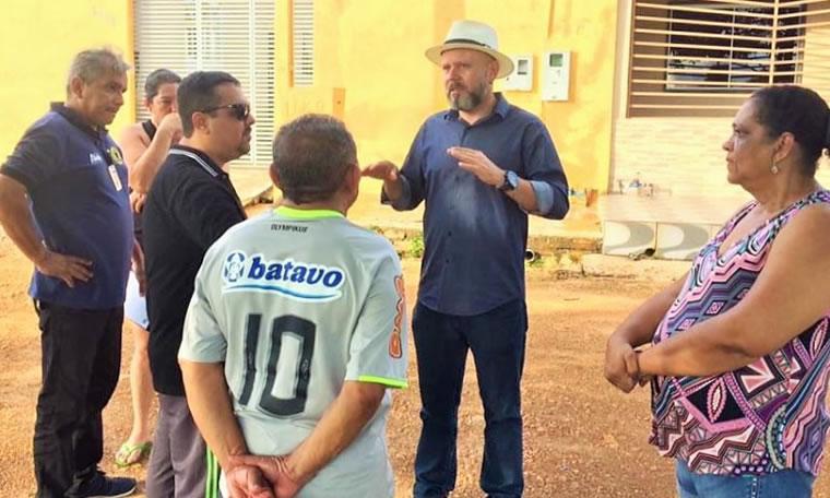 Vereador Aleks Palitot verifica serviços no bairro Cohab