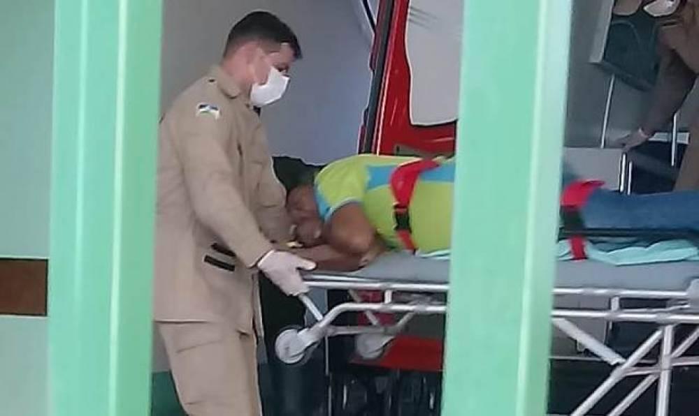 Homens em moto atacam servidor municipal a tiros; vítima é levada por Bombeiros a hospital