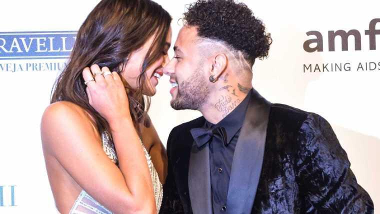 Após críticas a Neymar, Marquezine se pronuncia: 'Orgulho de você'