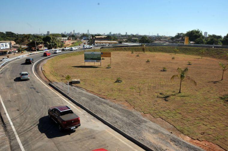 Prefeitura instalará postes de aço galvanizado e luminárias de LED nos viadutos da BR-364