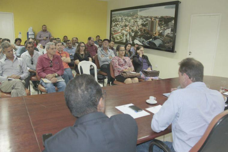 Prefeito consulta moradores de Jaci-Paraná sobre prioridades para investimento na região