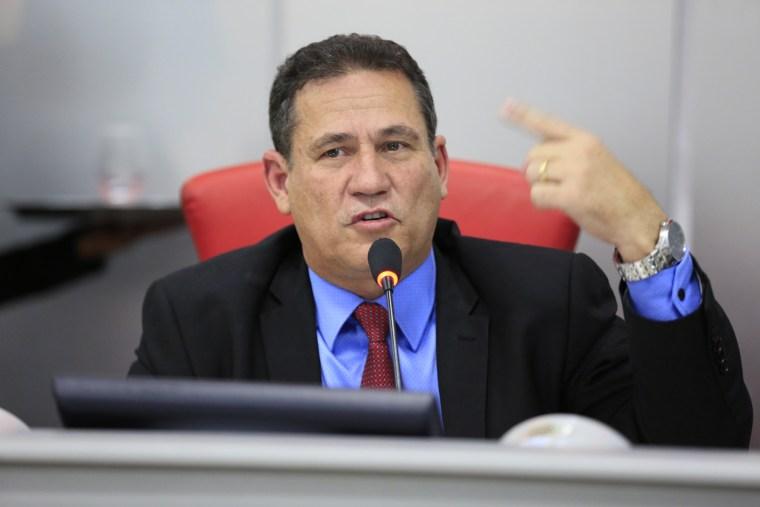 No rádio, Maurão de Carvalho volta a criticar a criação de 11 áreas de reserva pelo governo