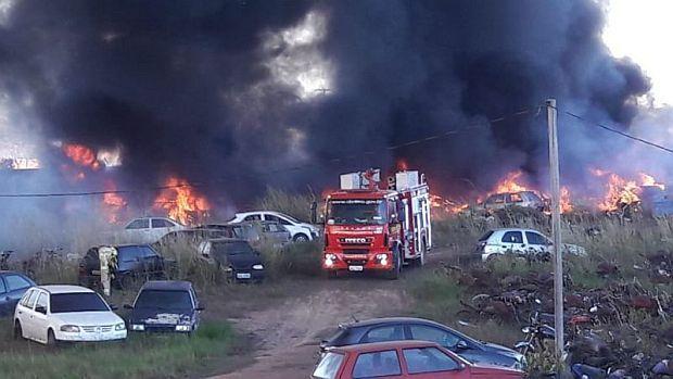 Em menos de 15 dias, novo incêndio destrói mais de 60 veículos no depósito da Sesdec