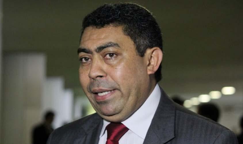 Ministério Público Eleitoral pede a impugnação da candidatura de Padre Ton, que adesivou carros públicos com estrela do PT
