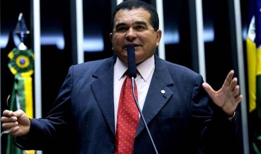 Ernandes Amorim renuncia à candidatura a deputado estadual