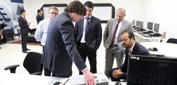 Peritos da Polícia Federal iniciam inspeção de urnas eletrônicas