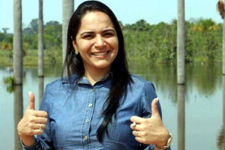Após entregar o cargo, Juliana Roque volta à Prefeitura de Pimenta Bueno com liminar do TSE