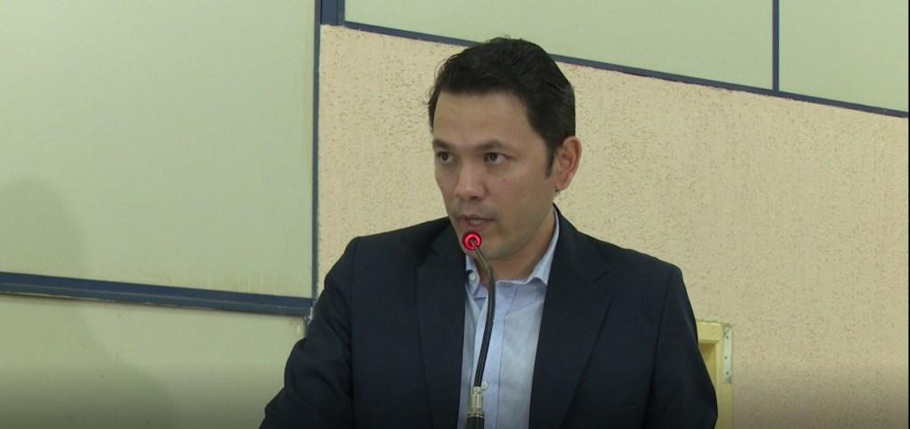 """RETRUCADA – """"É um câncer para Candeias do Jamari"""", afirma prefeito em resposta à Garçon"""