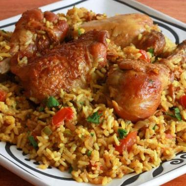 Mulher mata o namorado, cozinha e serve com arroz a várias pessoas