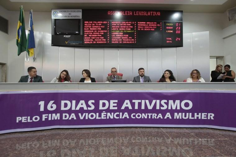 Personalidades que contribuem com o enfrentamento a violência contra a mulher são homenageadas na ALE