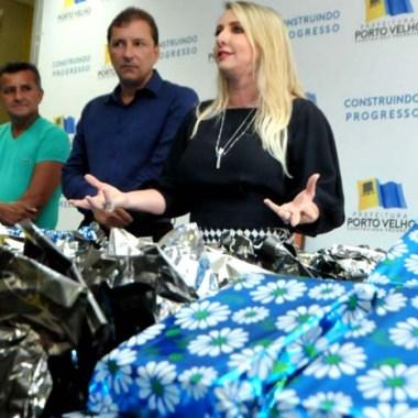 Primeira-dama mostra beneficiados com a doação do salário do prefeito Hildon Chaves