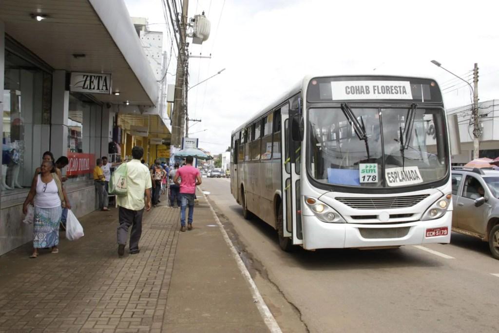 Transporte público opera com frota reduzida devido as férias escolares