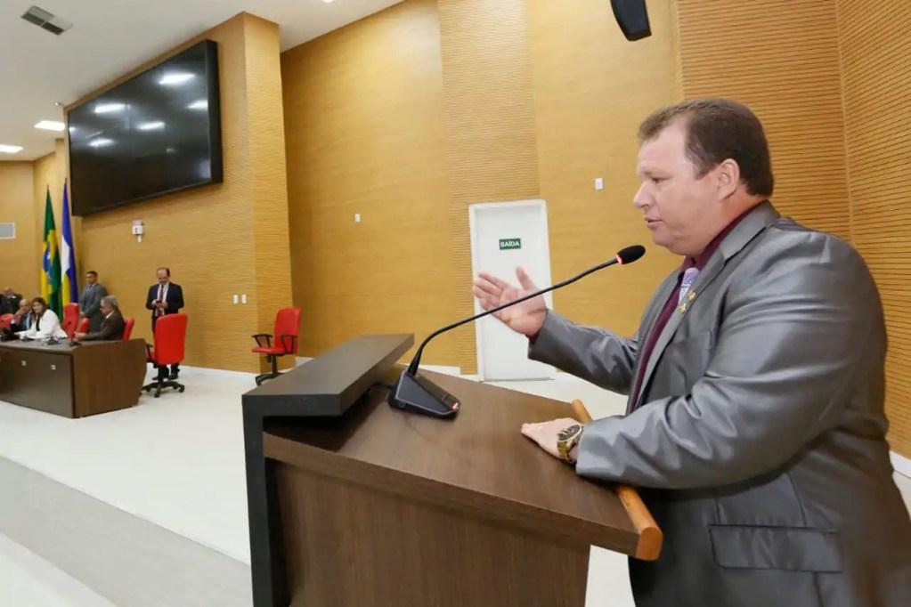 Na abertura do legislativo Dr. Neidson critica aumento abusivo na taxa de energia elétrica