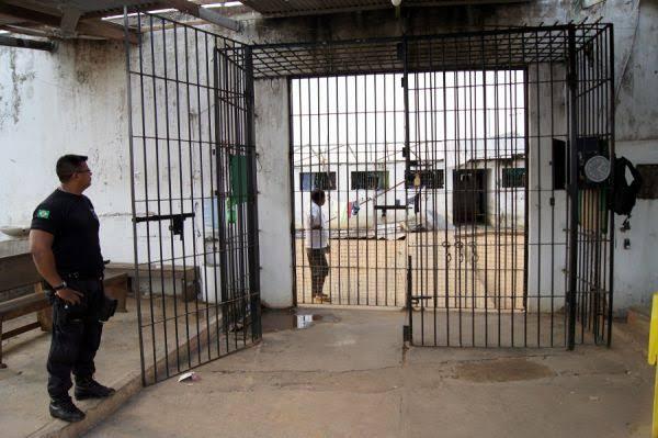 PERIGO – Detentos serram grades e fogem do Ênio Pinheiro