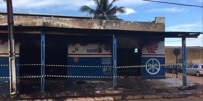 ATENTADO – Incêndio criminoso destrói loja de moto peças na zona Sul