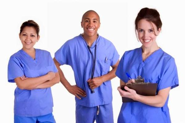 Prefeitura vai contratar médico e enfermeiro; salários variam de R$ 3.614,00 a R$ 8.760,00