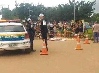 Mulher morre após ser atropelada por carro na capital